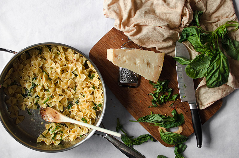 Pasta with Garlic and Olive Oil (Pasta Aglio e Olio) | Sprig and Flours
